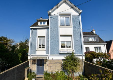 Large house with terrace and garden 10min from Port-Louis beach,disabled access.