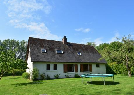 Spacious Holiday Home with Garden near Sea in Normandy
