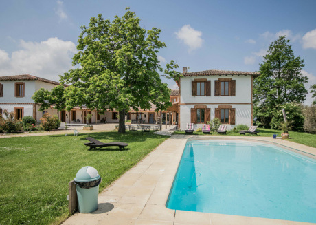 Feel at home and relax in this nice mansion in a gorgeous area.