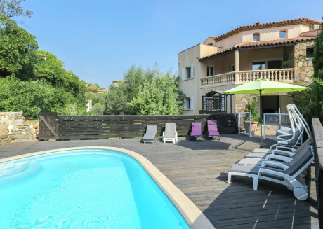 Mediterranean home with private pool and summer kitchen, 800m from the beach
