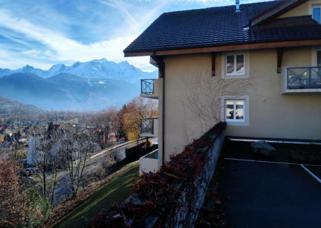 Modern apartment on the ground floor with spacious terrace and a view of the Mont Blanc