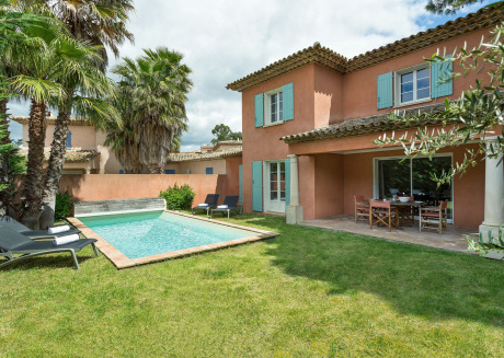 Luxury villas with private pool at the Bay of Saint-Tropez