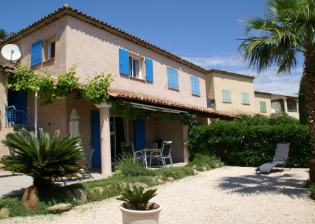 Lovely holiday home on the Ste-Maxime golf course, with swimming pool and close to the beach