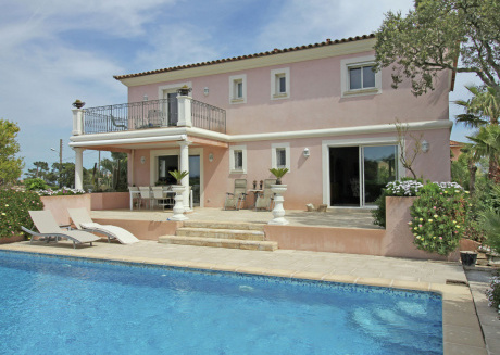 Luxury villa with private pool and beautiful flowery garden, 2 km from the Mediterranean Sea