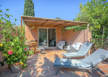 Very comfortable holiday home with large covered terrace in Grimaud