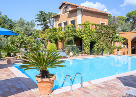 Sprawling Mansion in Frejus with Swimming Pool