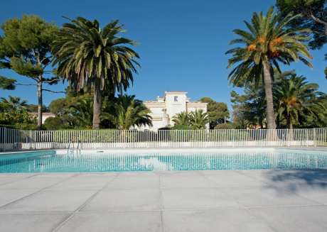 Gorgeous villa in Saint-Raphaël with beach access