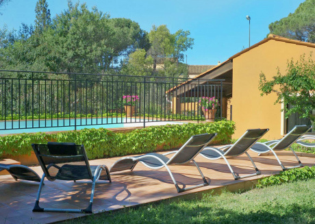 Splendid Holiday Home in Fréjus with Swimming Pool