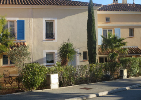 Modern Holiday Home in Saint-Raphaël with Private Pool