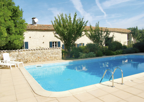 Peaceful Holiday Home with Swimming Pool in Saint-Macoux