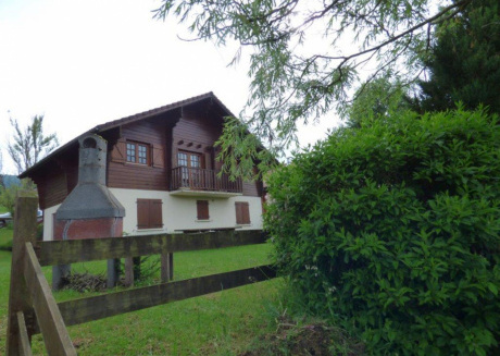 Wodden cottage in Lotharingen with furnished garden