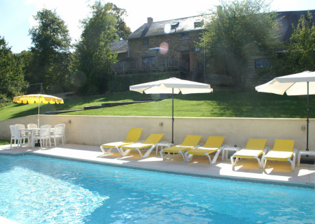Spacious Holiday Home in SussacFrance with Pool