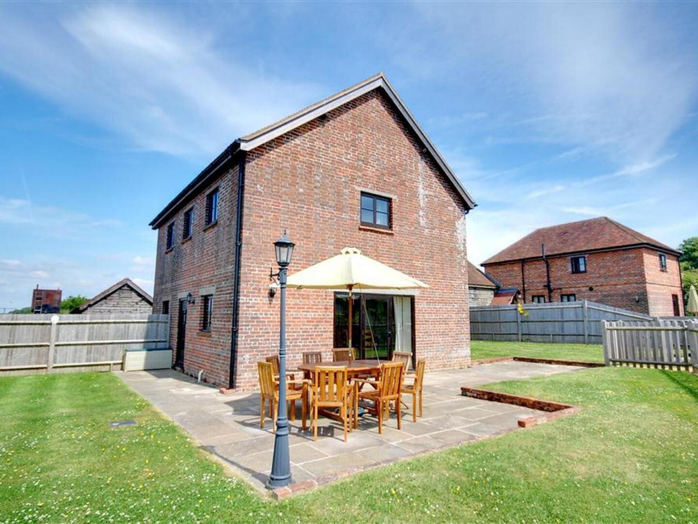 Cozy Farmhouse in Benenden with Terrace Slide-2