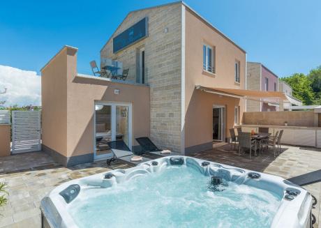 Modern Holiday Home in Funtana Croatia With Swimming Pool