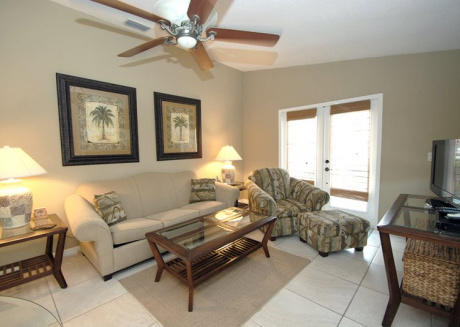 Modern 2 Bedroom Condo with Pool and Patio