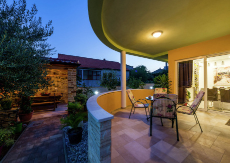 New Luxury Apartment  with  nice garden and barbecue in a quiet  area, wifi