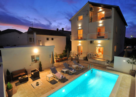 Comfortable apartment in a quiet area, private terrace, shared swimming pool