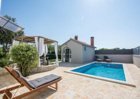 Modern peaceful villa with private BBQ in Zadar Dalmatia