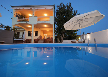 Spacious fully-equipped villa in Zadar with sea view