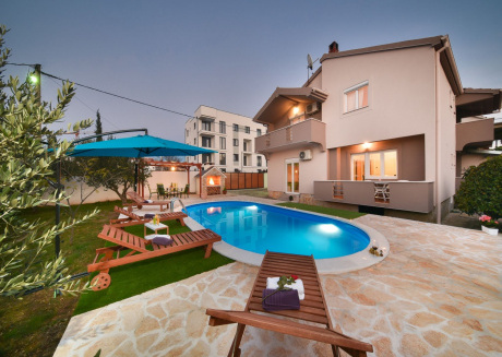 Lovely holiday home with five bedrooms in Zadar Dalmatia