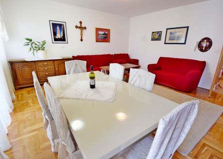 New spacious apartment  only 800 m far from Zadar center, parking place, wifi