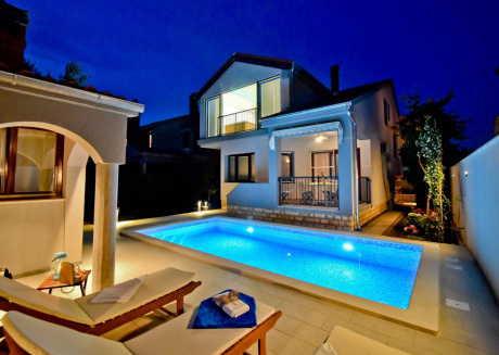 Glorious holiday home in Zadar Dalmatia for eight persons