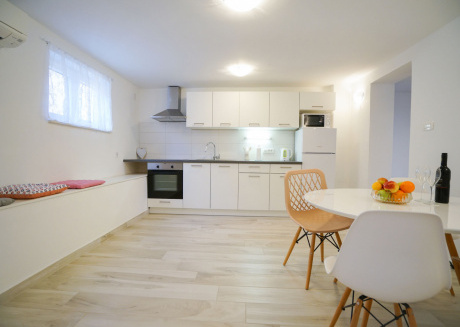 An apartment with terrace in residential area of Zadar