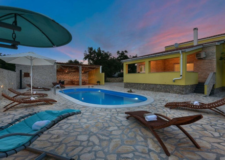 A gorgeous vacation home in Ždrilo Dalmatia  with a pool
