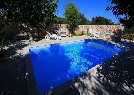 Beautiful holiday home in Ždrelac Dalmatia Zadar poolside