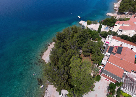Spacious Apartment in Starigrad on the beach