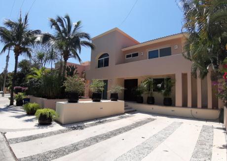 New Listing! Close To Beach Sunny & Spacious Villa