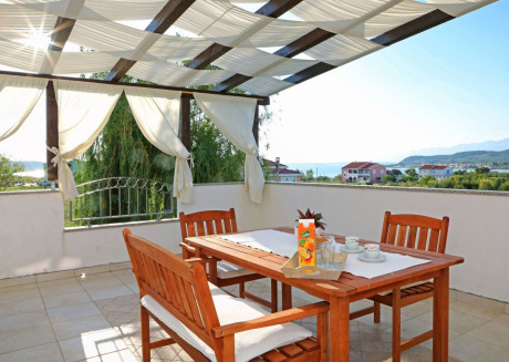 Luxurious Apartment near the village of Ljubac with Garden