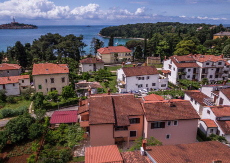 Apartment with balcony and sea view 100 meters from the beach in Rovinj