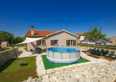 Comfortable Villa with Swimming Pool in Nedešcina