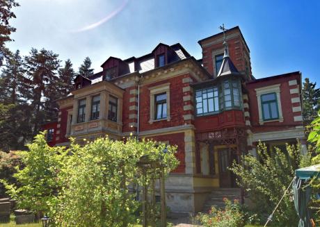 Heritage Apartment in Ilmenau with Garden
