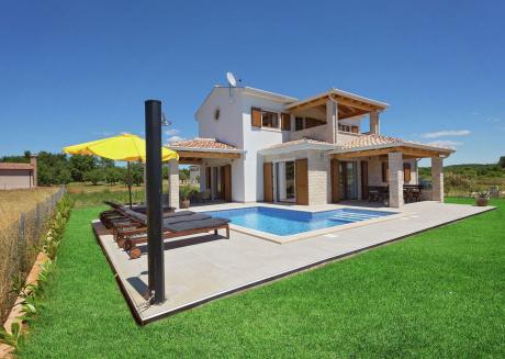 Stylish Seaside Villa with Swimming Pool in Funtana