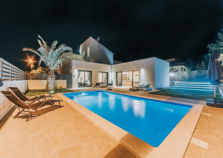 Brand new villa with private swimming pool, garden, BBQ, common roof terrace