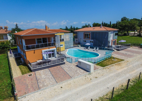 Modern apartment with pool, free Wi-Fi and air conditioning, ideal for a couple