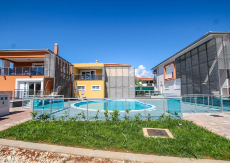 Modern apartment with balcony and pool view, 300 m from the beach in Funtana