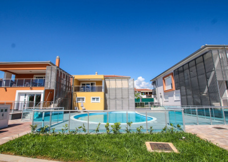 Nice and large apartment with terrace and pool view in Funtana, near the beach