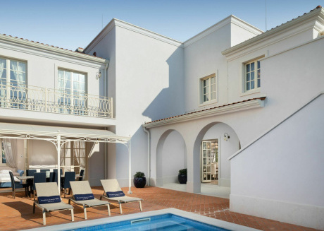 Surround yourself with pure luxury and tranquillity in this exclusive villa