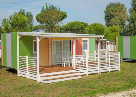 Chalet in a nice holiday park near pleasant seaside resort and Rome