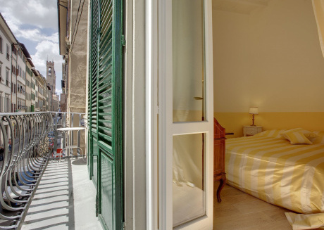 The apartment is located in the historical center of Florence.