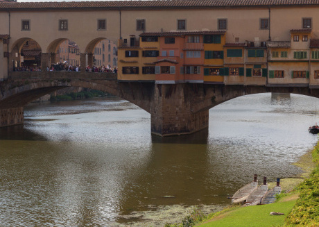 The comfortable apartment is located right in the historic center of Florence