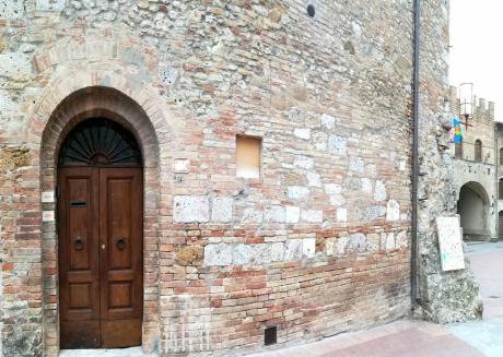 Cozy apartment right in the center on piazza del Duomo of San Gimignano