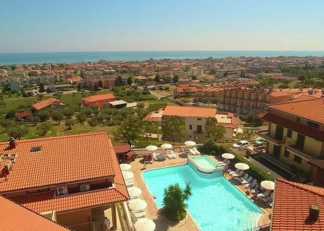 Apartment with pool, near the sea, nice resort on the coast Adriatsiche