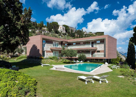 Exclusive residence with a pool, breathtaking views of Taormina and the sea