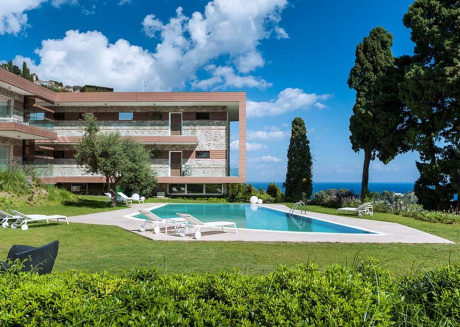 Exclusive residence with swimming pool, lovely views of Taormina and the sea