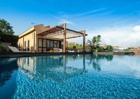 Stylish villa with infinity pool and breathtaking views over the sea