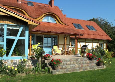 Tasteful villa on the Polish coast in beautiful nature. Lovely garden, sauna